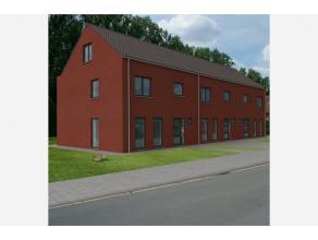 Goed gelegen betaalbare nieuwbouwwoning - type half-open bebouwing. Gelijkvloers: Inkomhal, ruime woonkamer, keuken met eethoek en terras. Eerste verd