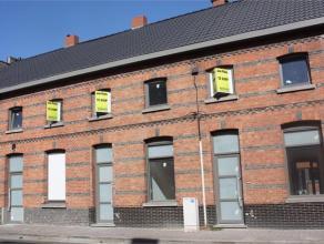 Deze geheel vernieuwde woning met drie slaapkamers en tuin in het centrum zal u aanspreken. Alles werd recent vernieuwd: dak, dakgoot, isolatie, vloer