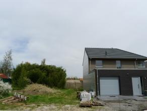 Halfopen nieuwbouw-woning in een nieuwe verkaveling op 5 min. van de dorpskern van Wingene.  Opgebouwd uit onderhoudsvriendelijke en kwaliteitsvolle m