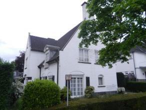 Karaktervolle, statige villa! Prachtig residentieel gelegen in één van de mooiste buurten van Kortrijk! Op een zongericht perceel van ca