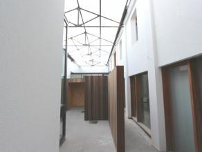 Moderne woonst achter charmante gevel. Vroegere wasserette die wordt omgevormd tot 4 eenheden waaronder 2 woningen en 2 lofts. Elk voorzien van privat