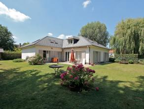 Villa met 5 slaapkamers op topligging in St-Denijs-WestremDeze ruime villa is gelegen in een rustige verkaveling en toch dicht bij de stad en de oprit