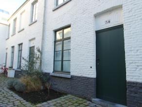 Heel charmant, gerenoveerd huisje te Gent. Vroegere beluikwoning dat volledig werd gerenoveerd. Instapklaar. Zeer goede ligging: nabij Coupure dus ide
