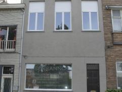 Ruime woning te huur in GentMooi gelegen ruime woning met zicht op het water. Door de vele glaspartijen is het een zeer lichtrijke woning. Ideaal voor