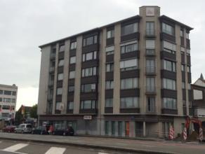 Dit geheel instapklaar appartement met zicht op het park gelegen in het centrum van Zelzate heeft als indeling: inkomhal, twee slaapkamers, leefruimte