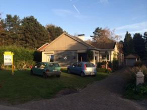 Deze zeer rustig gelegen bungalow, gelegen op een steenworp van de Langelede heeft als indeling: inkomhal, bureau, 4 ruime slaapkamers, leefruimte met