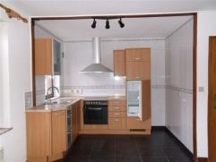 Namur en face des serres de la ville, bel appartement deux chambres avec garage privatif et grenier, living avec cuisine équipée, salle