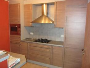 Samenstelling: keuken, living, 2 slaapkamers, terras, kelder, berging, garage, wc, badkamer, Bij de basishuurprijs komt 50 euro per maand voor het ond