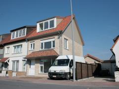 Deze woning werd in 2012-2013 volledig vernieuwd (isolatie, leidingen, sanitair, vloeren, ramen, dak, ...) en is bijgevolg instapklaar. Ingericht met