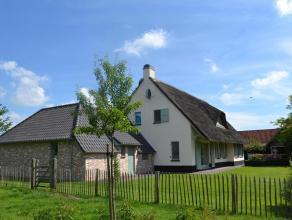 Deze prachtige eigendom is gelegen te Moerbeke-Waas, makkelijk bereikbaar via de E34 (Antwerpen-Knokke) en centraal gelegen tussen Gent en Antwerpen.D