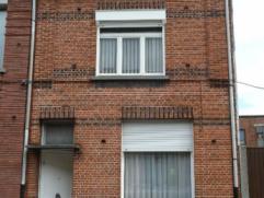 Woning Gezinswoning gelegen in het hart van Turnhout op wandelafstand van scholen, winkels en openbaar vervoer. De indeling: gelijkvloers: inkomhall,