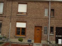 Gerenoveerde rijwoning met tuin Kelder Gelijkvloers: inkomhall, eet- en woonkamer, open keuken, badkamer met douche, toilet, lavabomeubel, veranda, te