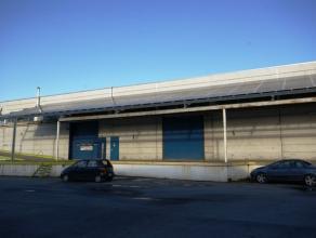 """Instapklaar magazijn (540m²) met laadkaden op industriezone """"Herdersbrug"""" te Brugge AFMETINGEN: 12 m x 45 m.AFWERKING:Betonnenconstru"""