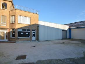 MAGAZIJNmet kantoorruimte en ruime private parkeergelegenheid op het terrein (betonverharding!). Op 1km van Expresweg en boogscheut van Brugge C