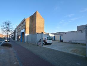 HANDELSPAND bestaande uit handelsruimte met kantoorruimte en ruime private parkeergelegenheid op het terrein (betonverharding!). Op ZICHTLOCATIE en bo