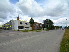 Volledig vernieuwde KANTOORRUIMTE (2 x 50m2) langs invalsweg van Brugge. Vlakbij centrum en Expresweg. Op ZICHTLOCATIE. INDELING: Gelijkvloers (60m2):