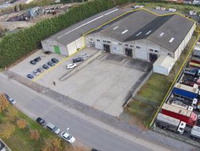 Bedrijfsgebouw bestaande uit MAGAZIJNEN (3 laadkaden + 1 sectionaalpoort) met KANTOORRUIMTEN(op 1ste verdieping) en groot verhard terrein voor 2