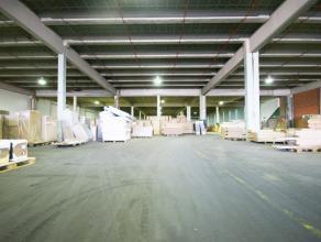 """Instapklaar magazijn/opslagruimte (890m²) op industriezone """"Herdersbrug"""" te Brugge Benaderende AFMETINGEN: 24m x 37m.AFWERKING: Betonnen construc"""