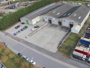 Bedrijfsgebouw bestaande uit 3MAGAZIJNENvan elk 1.200m2 met 3 laadkaden en 3 sectionaalpoorten. Het terrein rondom is grotendeels verhard