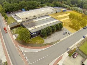 Instapklaar BEDRIJFSGEBOUW bestaande uit magazijnen met kantoorruimten op ambachtelijke zone te Diksmuide. Grondopp.: 2.986m² (uitbreidbaar!)! MA
