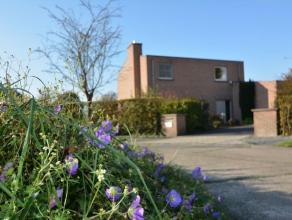 Rustig gelegen woning met meerdere slaapkamers, praktijk / kantoorruimte.  Optimale oriëntatie en aangelegde tuin, aanpalend aan de Groenpool V