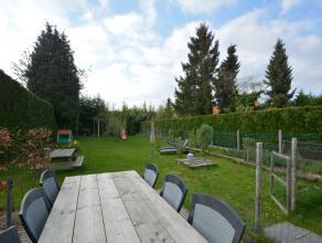 IN OPTIE ! !  -  Deze halfopen woning is gelegen in een kindvriendelijke en groene omgeving, op fietsafstand van Gent en op wandelafstand van het trei