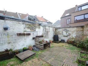 Ideale starterswoning met leuke zonnige tuin ! 2 slaapkamers -  Deze buurt is sterk in opmars - gelegen in een doodlopend straatje- dus super rusti