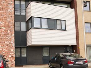 Ruim gelijkvloers appartement van 150m² met tuin en garage.   Luxe appartement gelegen in centrum Overpelt in rustige omgeving.   Het apparte