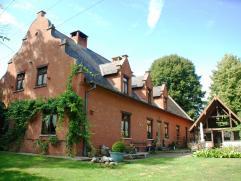 Ligging/omgeving: Het landhuis is gelegen op de grens van Zonhoven en Houthalen, aan natuurgebied Ten haagdoornheide. De oprit van de E314 is gelegen