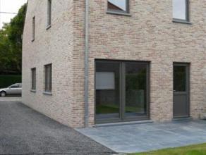 Deze nieuwbouw (HOB) met zuidgerichte tuin en terras is gelegen op grens Wondelgem/Mariakerke in een aangename en gezinsvriendelijke buurt. Indeling: