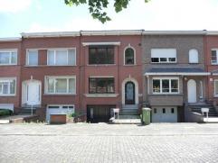 Huis met 3 slk's en tuin te koop in Wilrijk.Ruime woning op TOP RESIDENTIELE LIGGING te Wilrijk, aangrenzend aan villawijk Den Brandt. Deze woning is