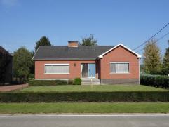 Goed gelegen OB met ruime tuin en garage.Deze vrijstaande laagbouwwoning op 1431 m² is rustig gelegen, nabij winkels en belangrijke uitvalswegen