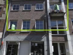 Een duplex appartement gelegen in het hartje van Geraardsbergen, op wandelafstand van winkels, openbaar vervoer en schol...