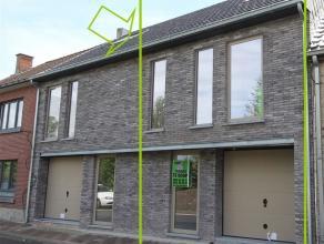Deze nieuwbouwwoning gelegen in de Onkerzele (deelgemeente Geraardsbergen) en wordt winddicht (casco) aangeboden. D...