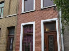 Rijwoning te Geraardsbergen met 2 slaapkamers. Deze woning omvat een op het gelijkvloers : een living met eetplaats e...