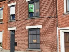 INSTAPKLARE RIJWONING VOLLEDIG GERENOVEERD MET TUIN! Deze woning omvat op het gelijkvloers : een ruime inkomhal , li...