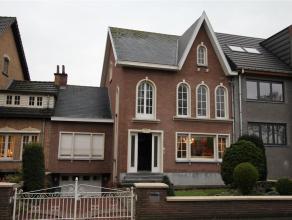 Karaktervolle woning, centraal gelegen - mogelijkheid tot praktijkruimte!! Deze woning met tuin en garage is gelegen ...