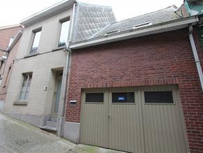 Recent gerenoveerde stadswoning met terras en garage! Deze woning omvat op het gelijkvloers: living, geïnstalleerde...