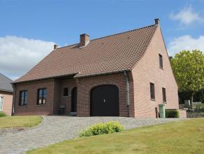 Ruime onderhouden en instapklare open bebouwing! Deze woning heeft een heel rustige ligging en is voorzien van alle c...