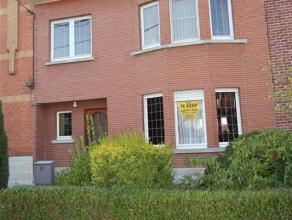 Rustig gelegen woning met tuin. In Viane (deelgemeente Geraardsbergen) is deze woning gelegen in een rustige straat o...