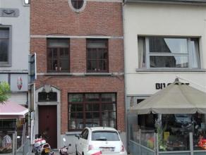 STADSWONING OP DE MARKT VAN GERAARDSBERGEN Deze woning met centrale ligging , op wandelafstand van winkels, scholen, openbaar vervoer heeft volgende i