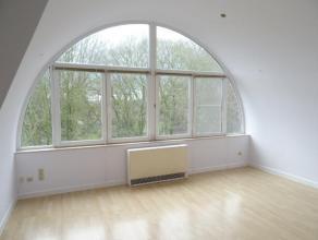 Très bel appartement/loft, neuf, idéalement situé à La Louvière. Face au parc ; dans un cadre idéal : calme