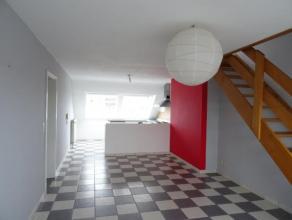 LOFT A LOUER : Hall d'entrée - Salon/Salle-à-manger - Cuisine équipée - Salle de bains - WC séparé - 3 chamb