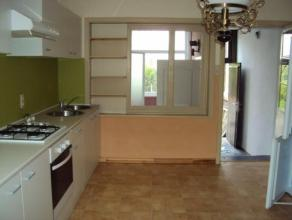 APPARTEMENT REZ-DE-CHAUSSEE A LOUER AVEC JARDIN, 2 chambres, beau living, grande salle-à-manger, cuisine équipée, salle-de-bains,