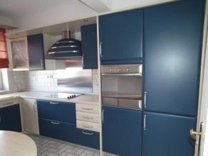 Très bel APPARTEMENT comprenant hall d'entrée avec placards, living 40 m2 + grande terrasse, cuisine équipée, salle-de-bai