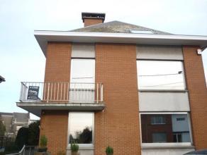 APPARTEMENT lumineux, situé dans un quartier prisé de La Louvière, 2 belles chambres, grand living, cuisine semi-équip&eac