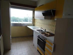 APPARTEMENT avec 1 chambre, situé quartier du Stade et comprenant hall d'entrée, living avec terrasse, cuisine équipée, sa