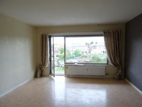 APPARTEMENT 2 chambres, situé à 50m de l'hôpital de Jolimont, se compose d'une cuisine semi-équipée, d'un living/sal