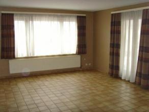 Appartement deux chambres à deux pas de la gare. Le bien comprend un salon/salle à manger, une cuisine équipée, une buande