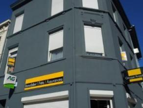 Appartement en plein centre d'Arlon comprenant un salon/salle à manger, une cuisine équipée, une chambre et une salle de bain. Pa